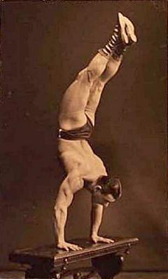 sig-klein-handstand